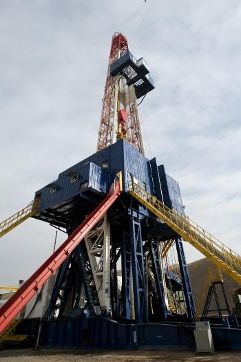 Нефтегазодобывающая промышленность Таджикистана - Буровая установка на структуре «Шахринав»