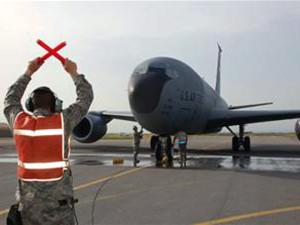 Киргизский парламент в июне решил денонсировать соглашение о предоставлении базы Манас американским военным, где работал Центр транзитных перевозок