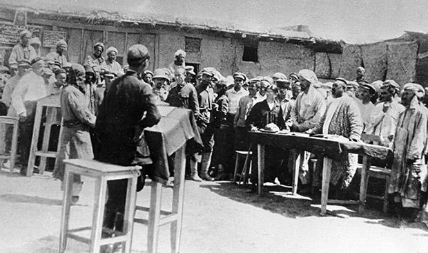 Суд над басмачами в Душанбе Фото: архив РИА Новости