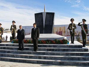 Памятник погибшим на таджикско-афганской границе казахстанским военнослужащим в Душанбе
