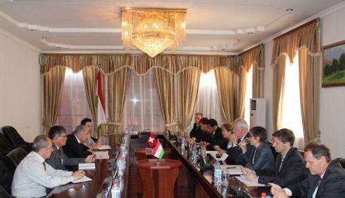 Встреча министра финансов Таджикистана Абдусалома Курбонова с главой федерального министерства финансов Швейцарии Эвелин Видмер-Шлюмпф