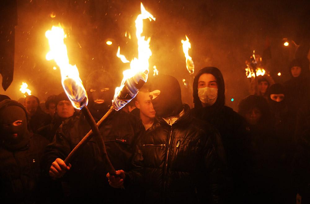 Первые претензии жителей Западного были к властям. Потом стрелки перевели на мигрантов Фотография: Павел Паламарчук/ИТАР-ТАСС