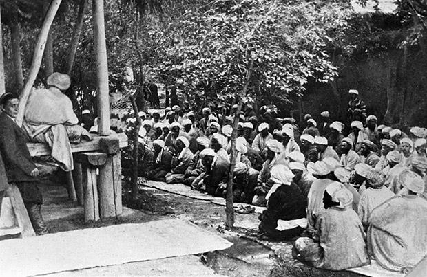 Совещание басмачей в Таджикистане Фото: архив РИА Новости